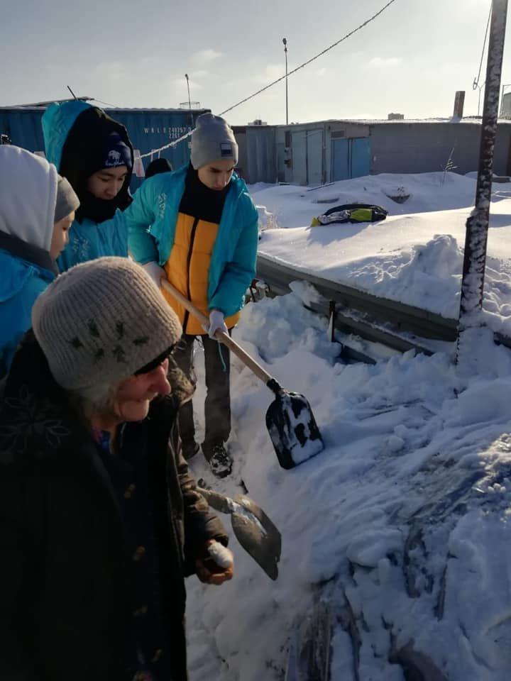 Волонтеры помогли убрать снег одиноким пенсионерам в Нур-Султане (фото), фото-5