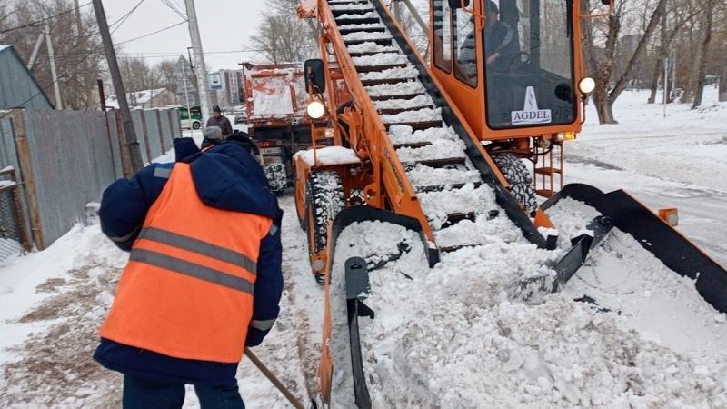 Более 370 единиц спецтехники задействованы в уборке снега в районе Есиль , фото-1