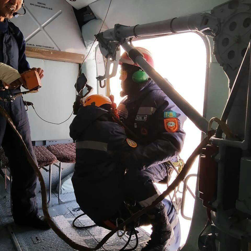 Спасатели Нур-Султана провели тренировку с использованием вертолёта (фото), фото-4