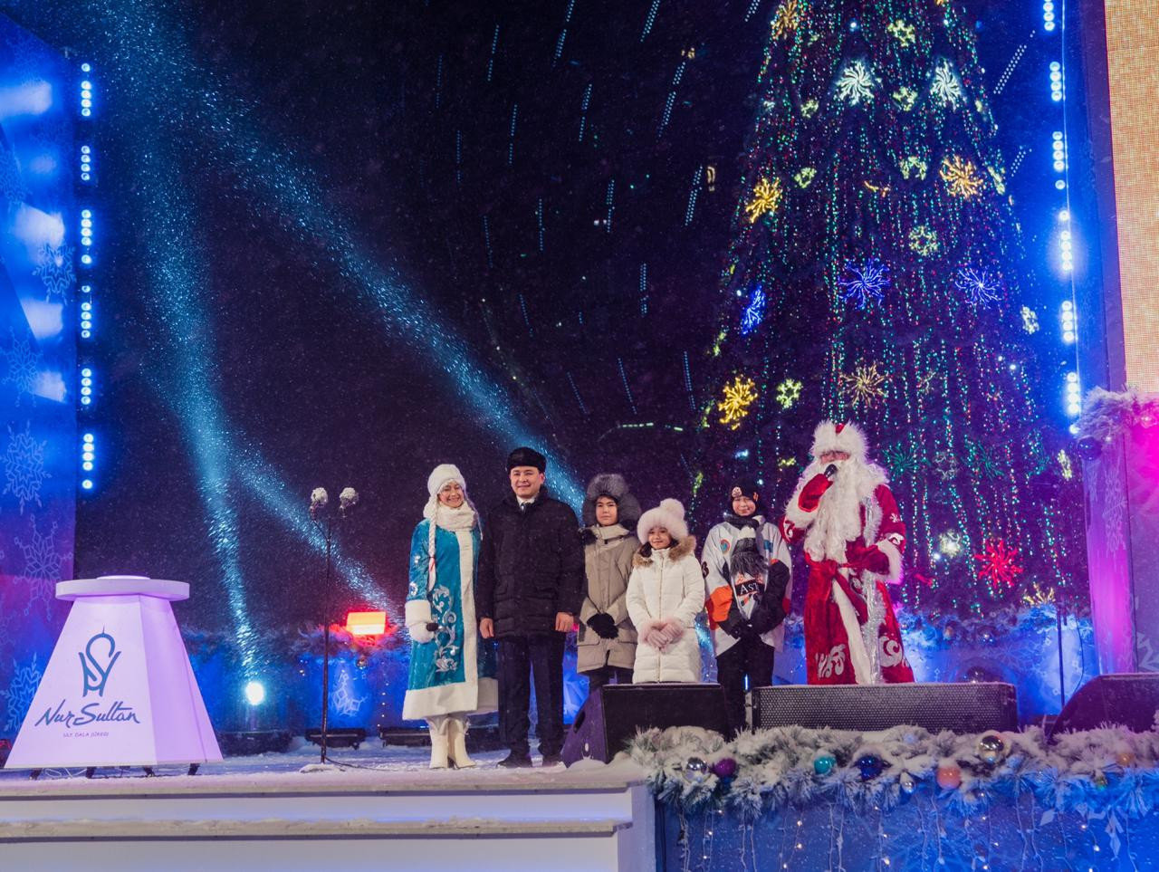 Главная ёлка Нур-Султана зажглась на территории EXPO (фото), фото-3