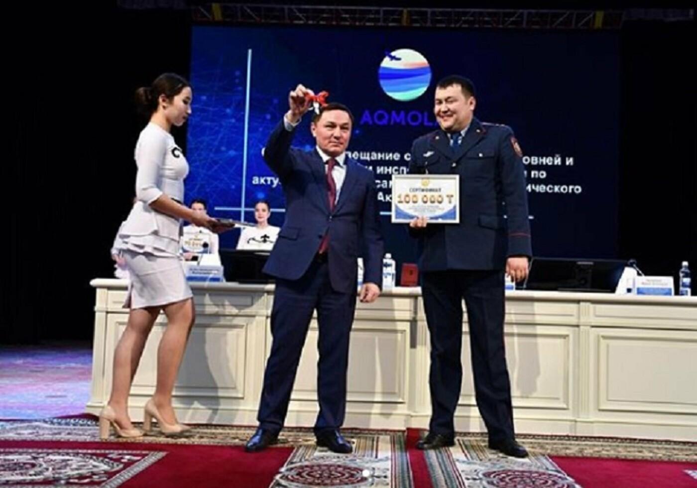 Служебную «Ниву» и 100 тысяч тенге получил «народный участковый» Акмолинской области, фото-2