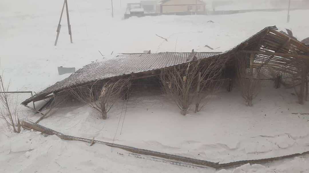 В Акмолинской области ветром сорвало крышу Дома культуры
