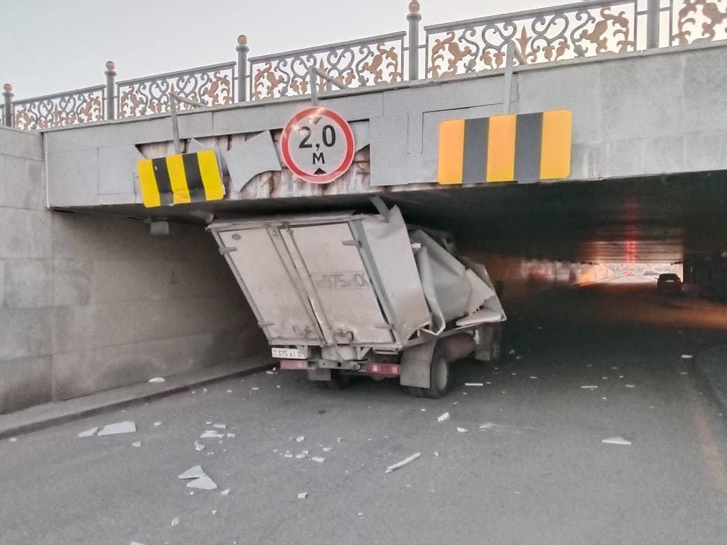 Водитель наехал на облицовочную плиту тоннеля, Департамент полиции Нур-Султана